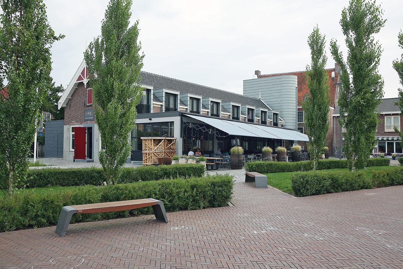 Hotel Brasserie, binnen en buiten zink toegepast